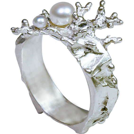 Example of a ring made by Mirka Janeckova jeweller